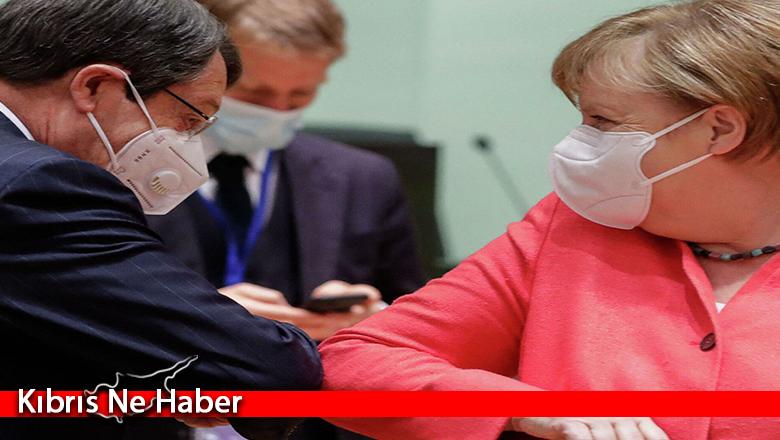 Anastasiadis, müzakerelerin yeniden başlaması için Merkel'den yardım istedi