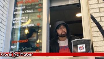 Efsane rapçi Eminem'den hayranlarına büyük sürpriz! 7 saat önceden kuyruğa girdiler